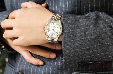 天梭力洛克手表用了三年能卖多少钱