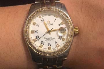 梅花牌旧手表回收价是多少看哪点